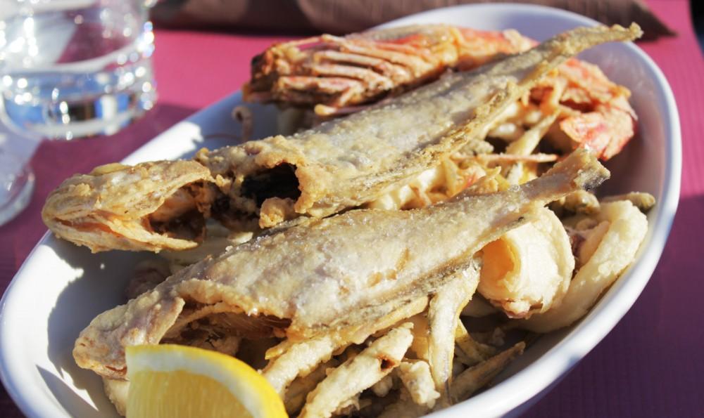 Urlaub Campingurlaub Italien Cervo Essen frittierte Meeresfrüchte und Fische