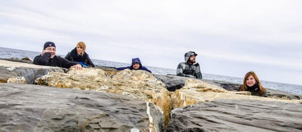Urlaub Campingurlaub Italien Cervo Strand mit Freunden Felsen