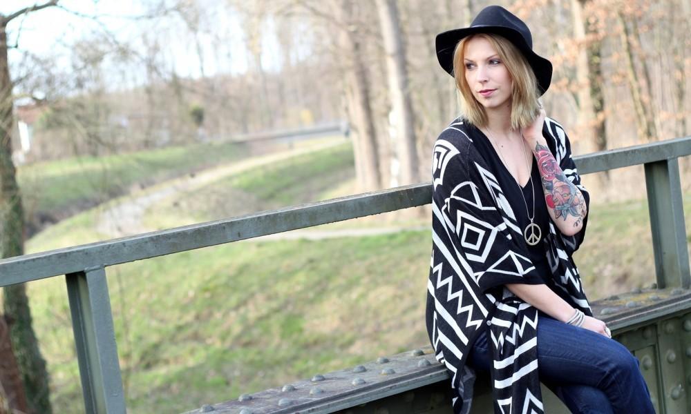 Outfit Fashionblogger Karlsruhe Bloggers Closet Challenge Ethnocardigan Schlagjeans Hut (2)