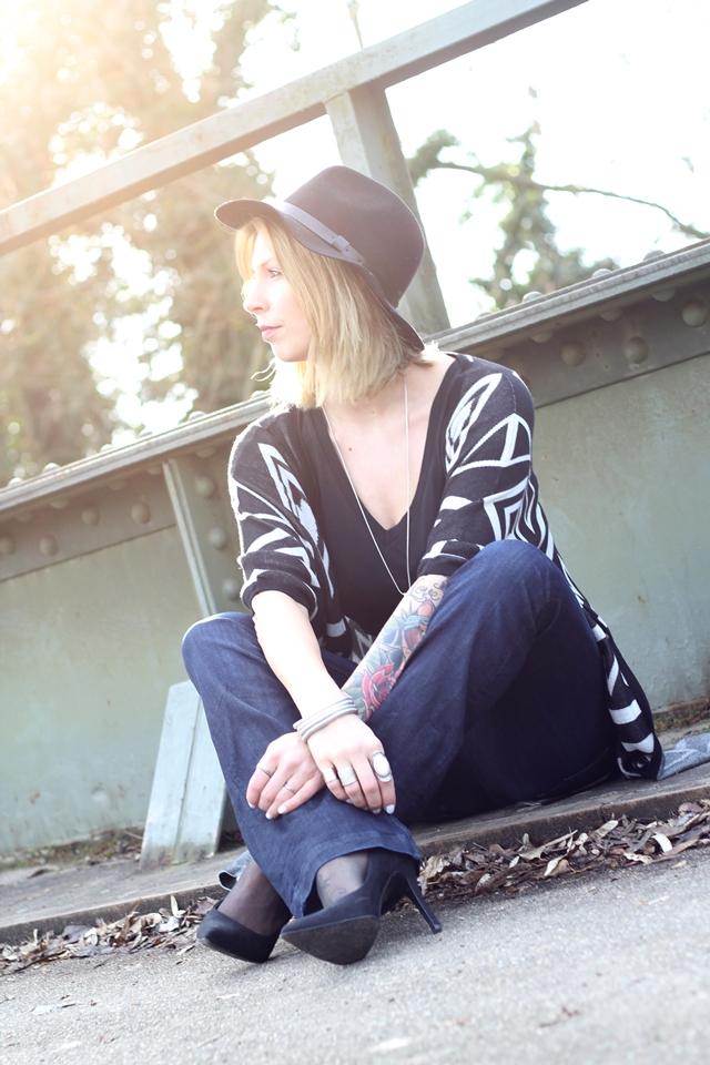 Outfit Fashionblogger Karlsruhe Bloggers Closet Challenge Ethnocardigan Schlagjeans Hut (9)