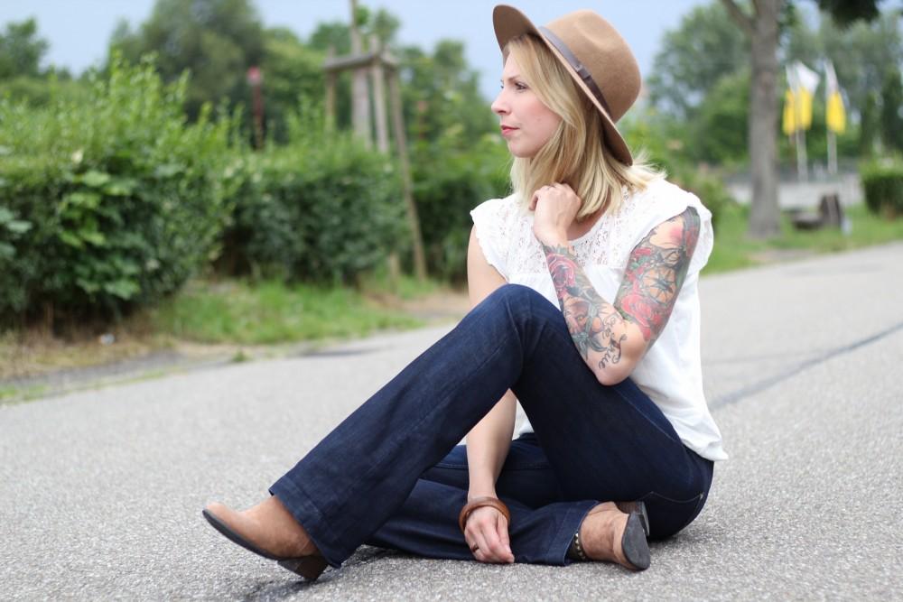 Bootcut Jeans Spitzenshirt 10