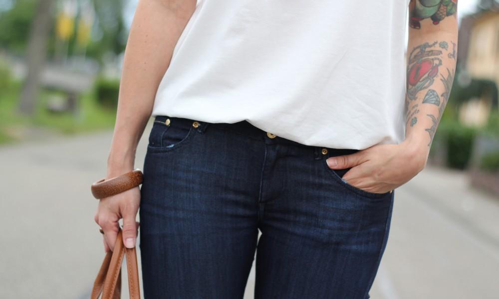 Bootcut Jeans Spitzenshirt 9