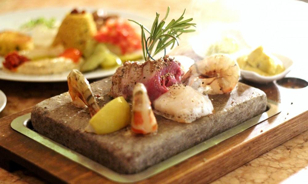 25 Hours Hotel Frankfurt IMA Heisse Stein Gambas Fisch