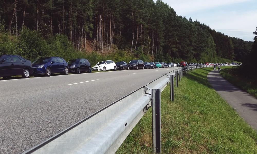 Sound of the Forest Autos am Straßenrand