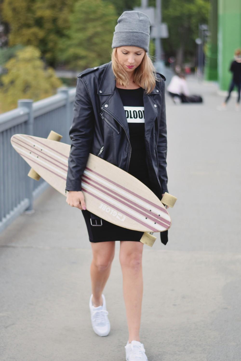 Outfit Fashionblogger Frankfurt Lederjacke Midikleid Sneaker 4