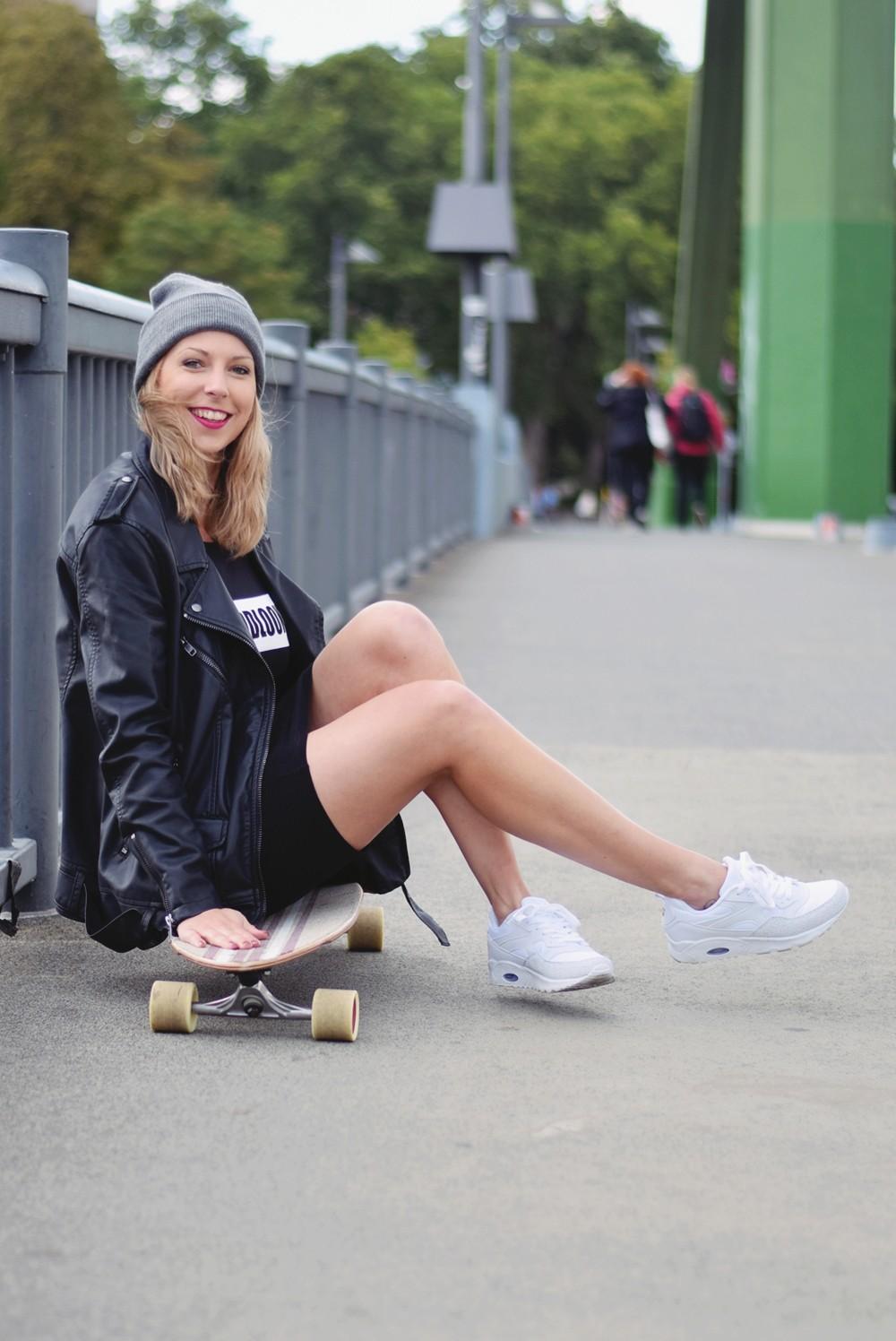 Outfit Fashionblogger Frankfurt Lederjacke Midikleid Sneaker 9