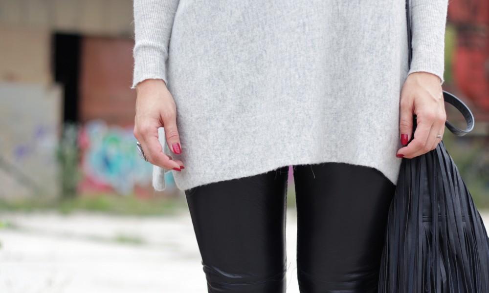 Outfit Lederhose grauer Sweater Hut Fransentasche 11
