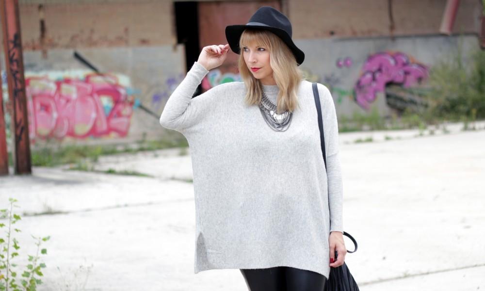 Outfit Lederhose grauer Sweater Hut Fransentasche 4