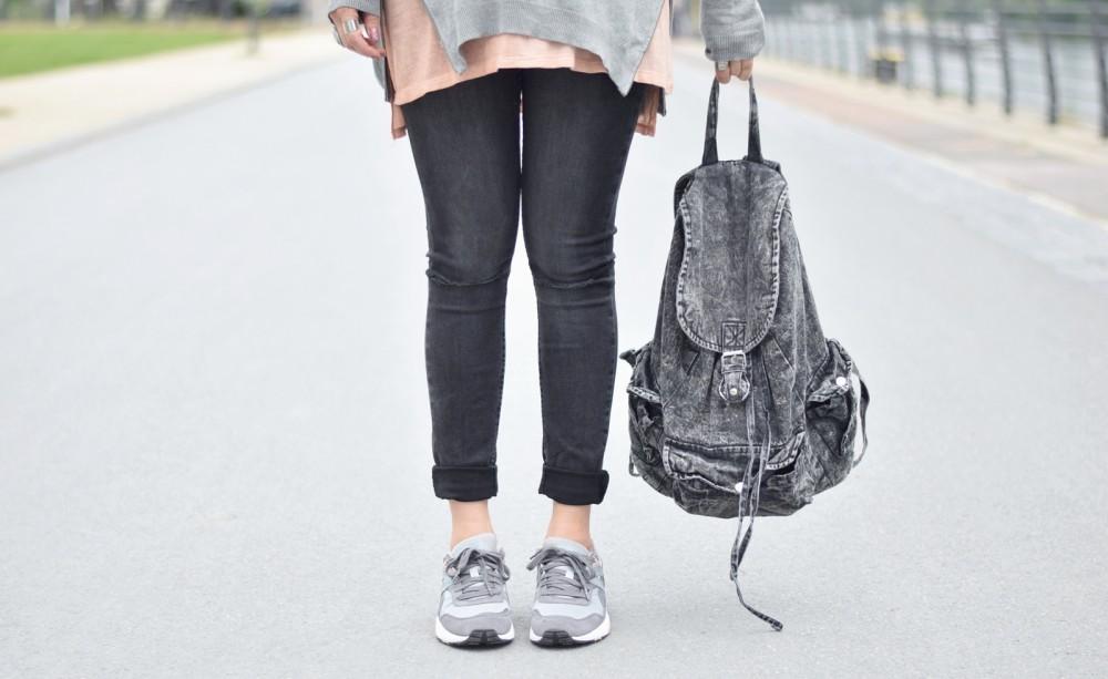 Puma Vashtie Outfit grau Jeans Sweater 12