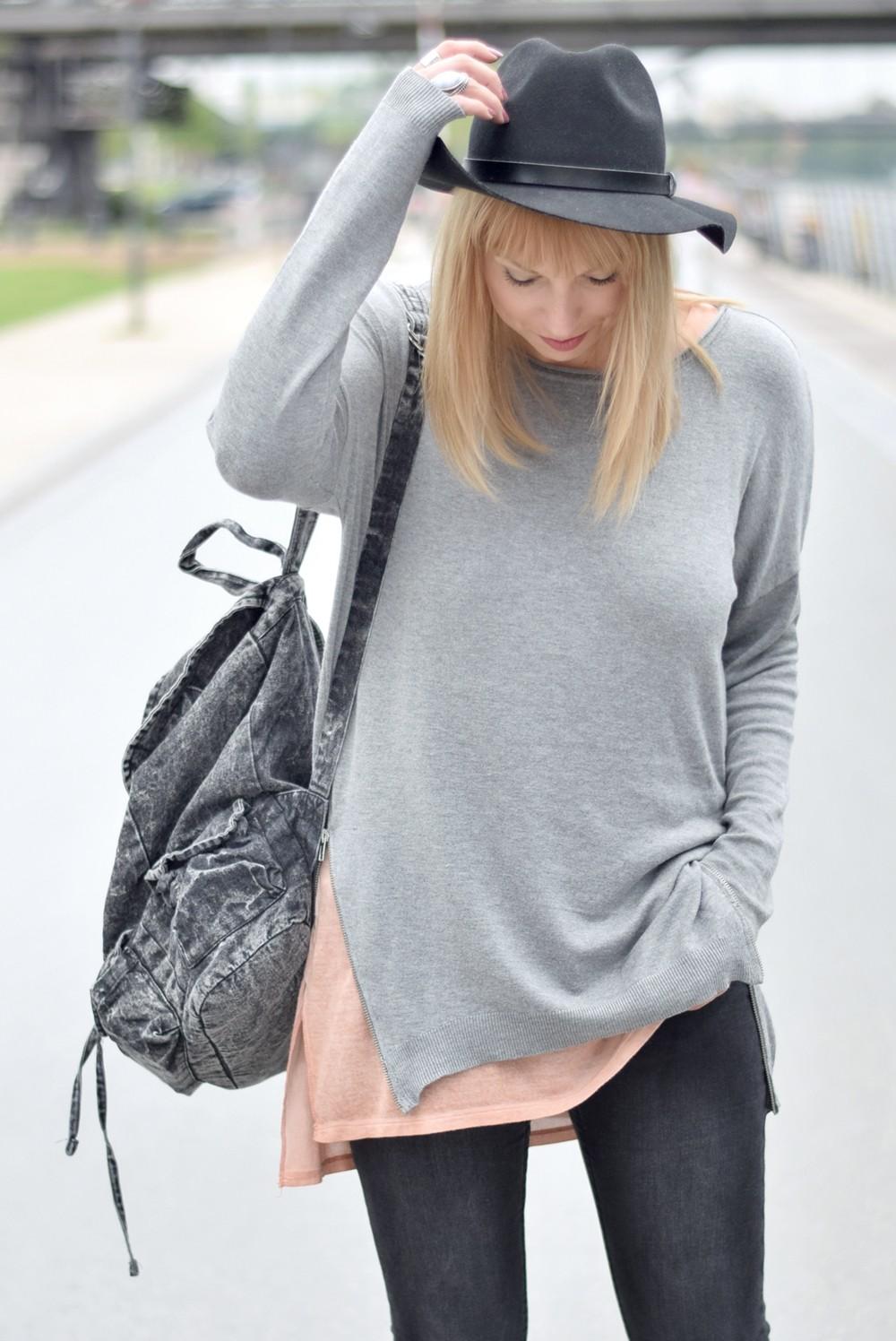 Puma Vashtie Outfit grau Jeans Sweater 13