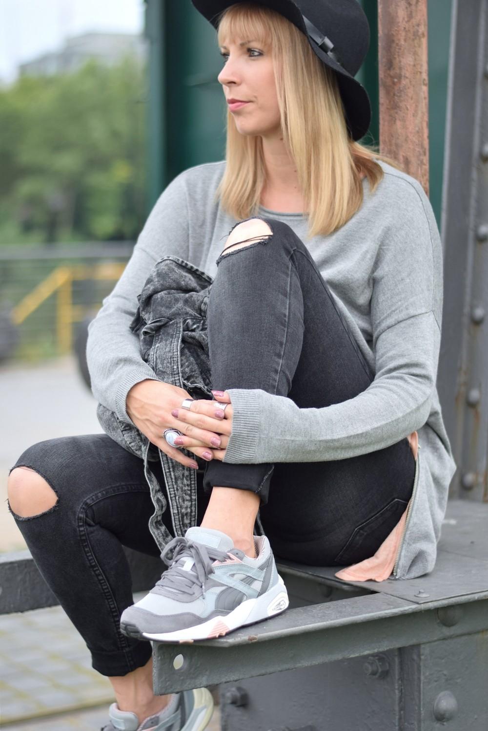 Puma Vashtie Outfit grau Jeans Sweater 6