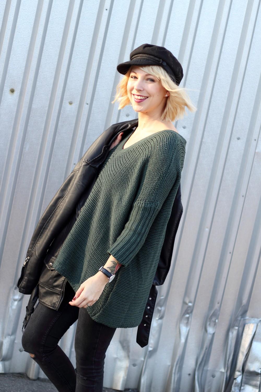 Outfit Vero Moda Strickpullover Jeans weisse Sneaker Mütze 5