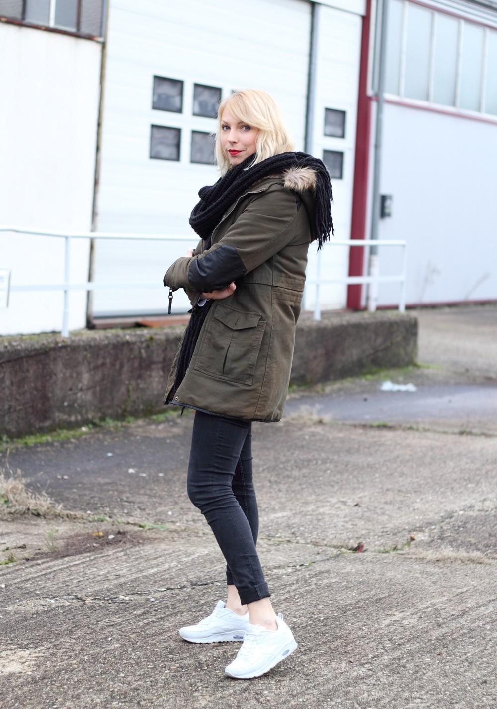 Fashionbloggeri Karlsruhe Outfit Parka Zara Sneaker Deichmann Jeans Sweater Schal 7