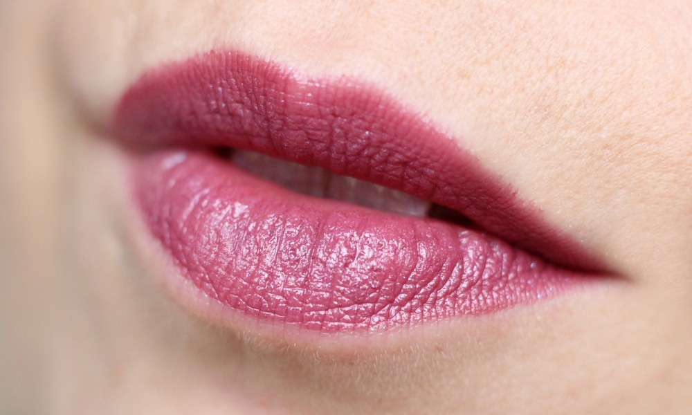 P2 Limited Edition The future is mine Beyond Infinity Lippenstift 010 Moonlit Sparkle Swatch
