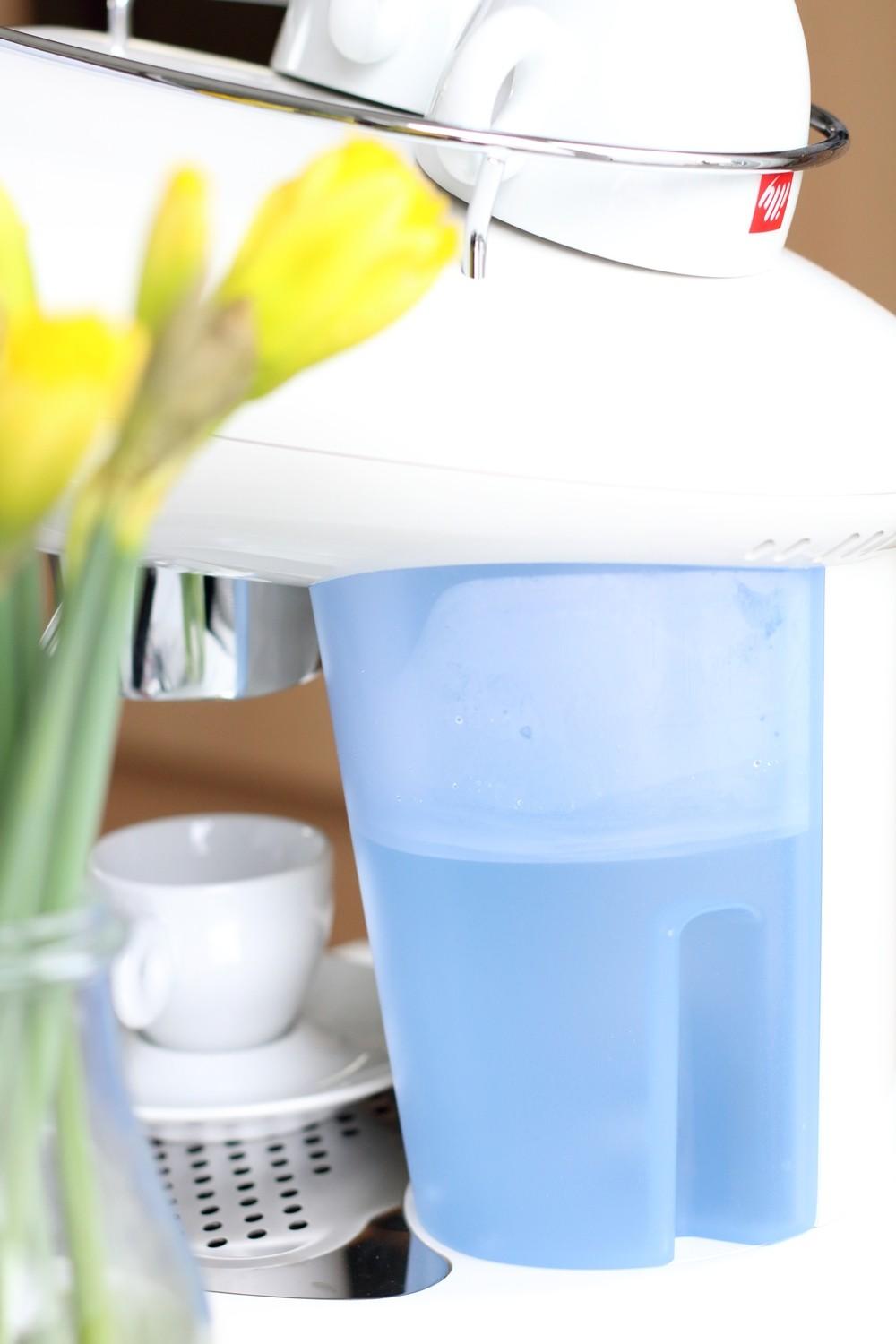 Illy Iperespresso Espressomaschine weiss Wassertank