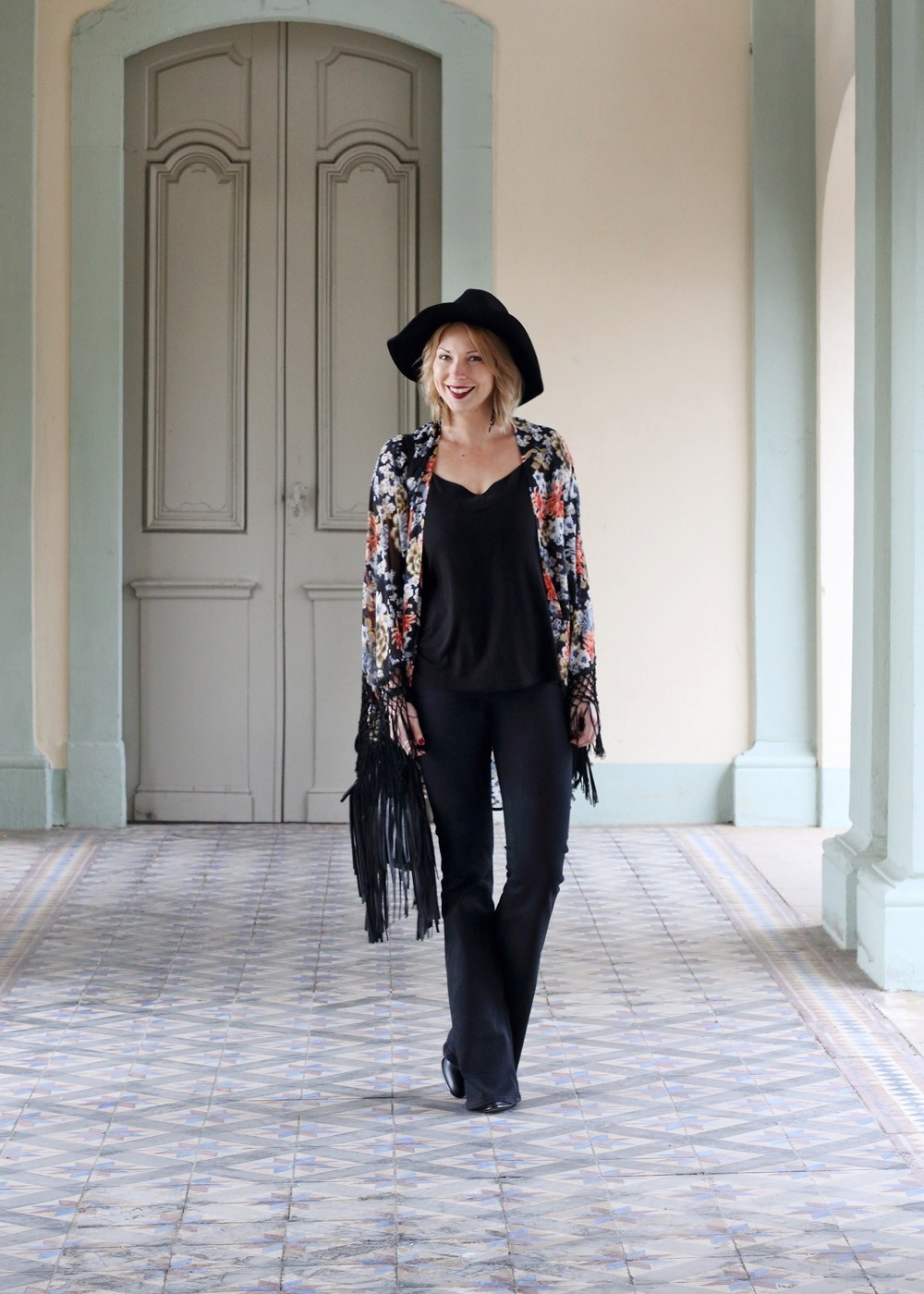 Outfit Kimono Flared Jeans Hut Stiefeletten Fransentasche Fashionbloggerin Karlsruhe (11)