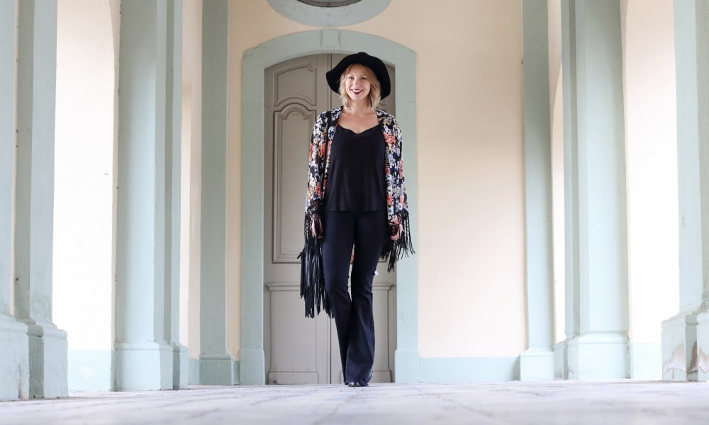 Outfit Kimono Flared Jeans Hut Stiefeletten Fransentasche Fashionbloggerin Karlsruhe (12)