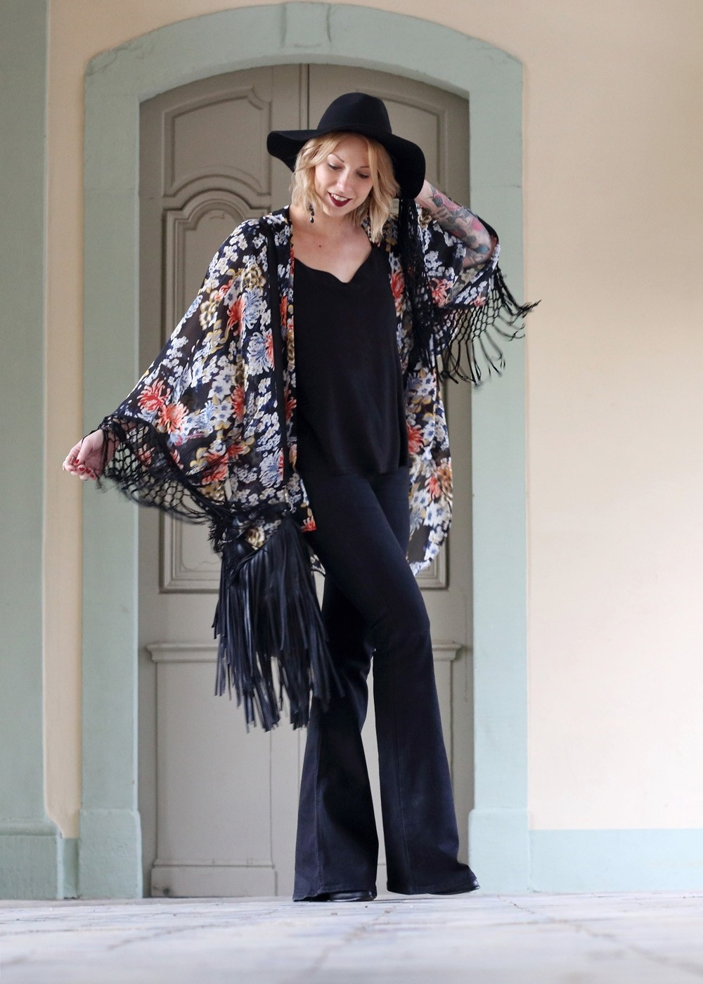 Outfit Kimono Flared Jeans Hut Stiefeletten Fransentasche Fashionbloggerin Karlsruhe (13)