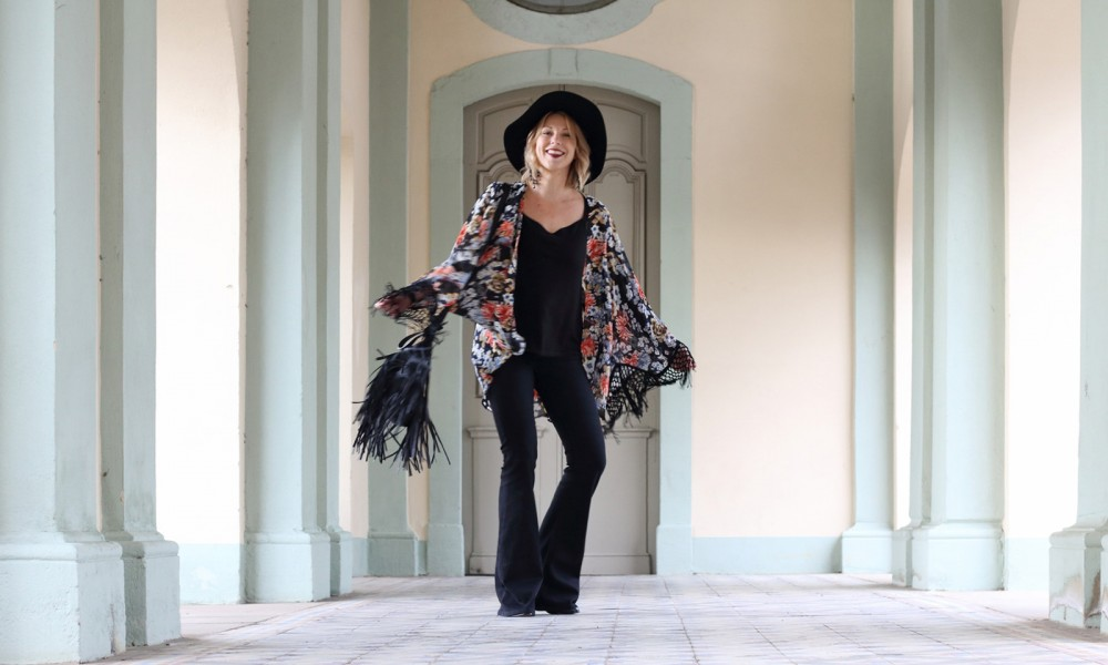 Outfit Kimono Flared Jeans Hut Stiefeletten Fransentasche Fashionbloggerin Karlsruhe (14)
