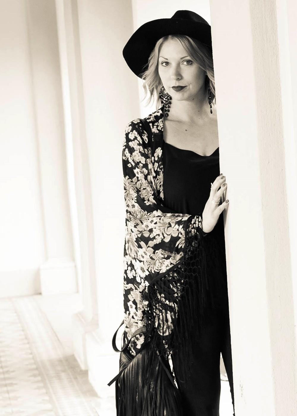 Outfit Kimono Flared Jeans Hut Stiefeletten Fransentasche Fashionbloggerin Karlsruhe (16)