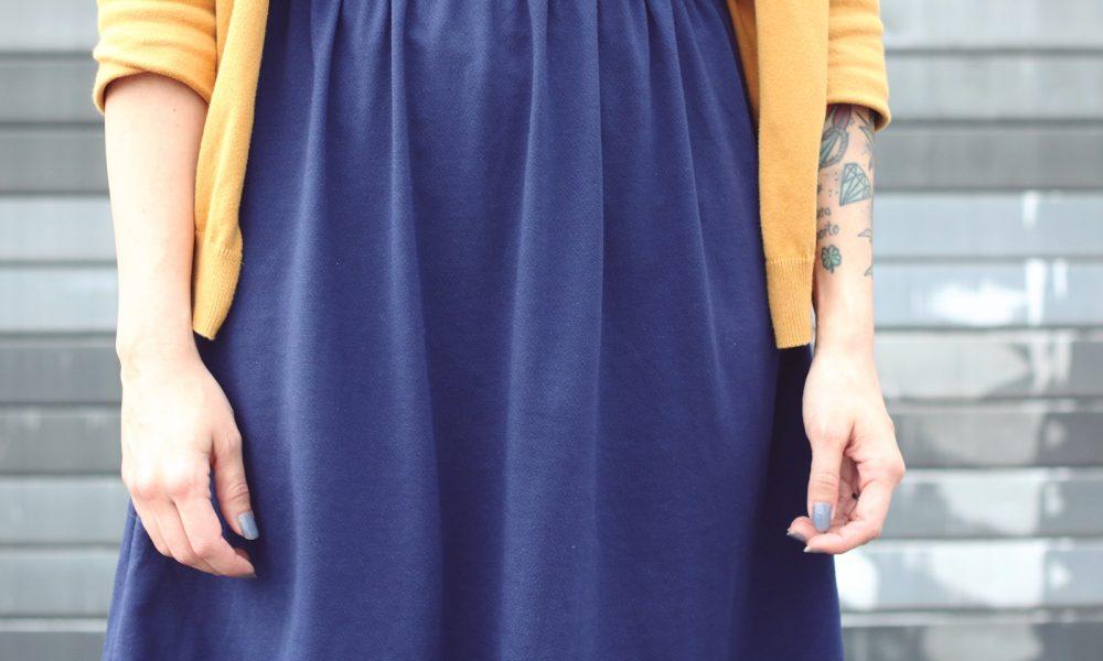 Fashionblogger Outfit blaues Kleid Cardigan senfgelb Ethnoboots (10)