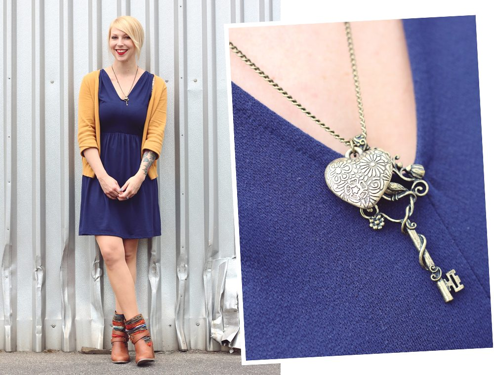 Fashionblogger Outfit blaues Kleid Cardigan senfgelb Ethnoboots (6)