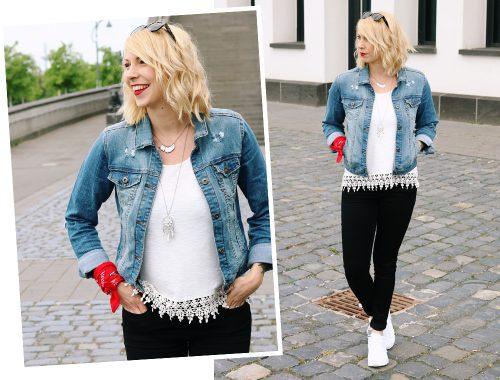 Fashinblogger Frankfurt Outfit Sneaker Jeansjacke Spitzentop (15)