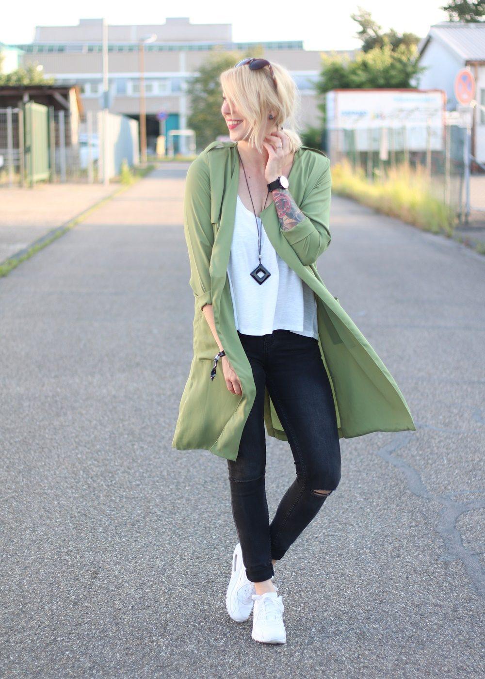 Fashionbloggerin Karlsruhe Outfit Parka Nike Air Max Sonnenbrille (3)