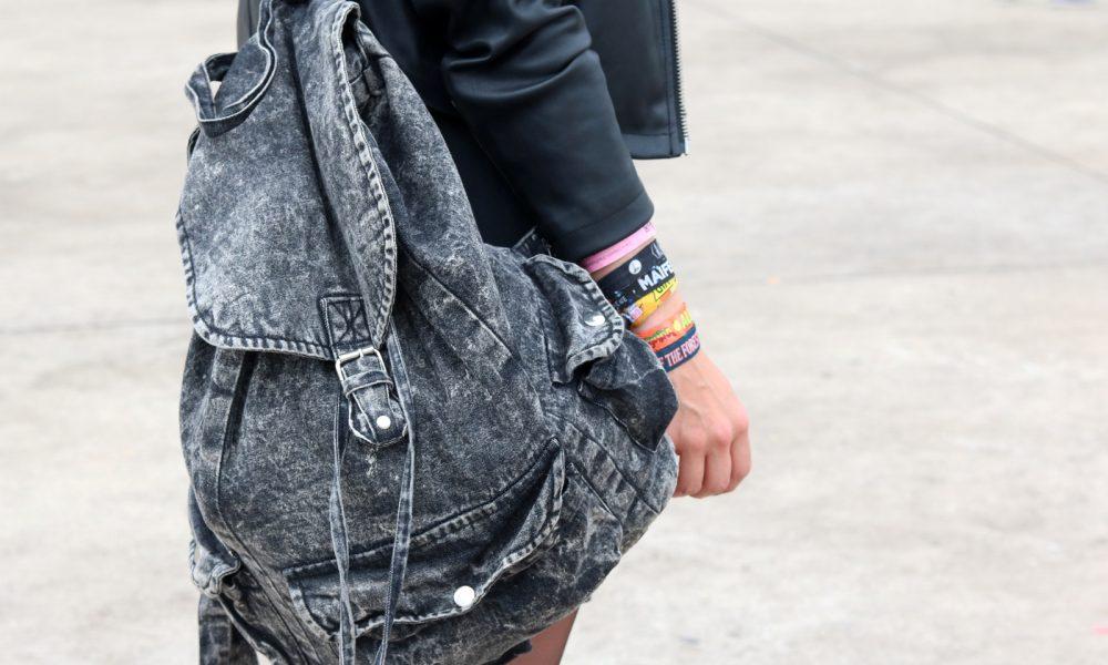 Festivaloutfit Parookaville Bikerlook Hut blaue Haare Fashionblogger (9)