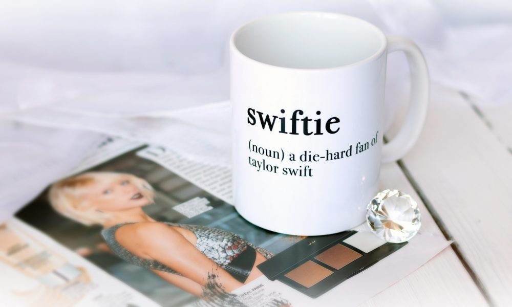 Hello Sunday Kaffeetasse Swiftie Taylor Swift