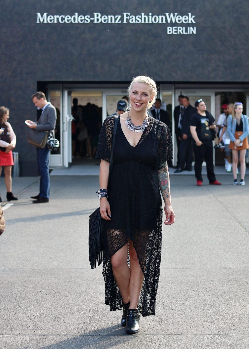 Outfit Fashion Week Berlin Juli 2016 Schwarzes Spitzenkleid