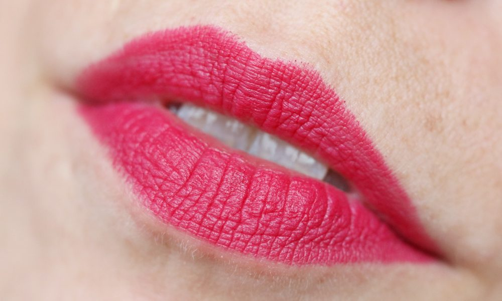 Catrice Herbst Winter 2016 Lippen Matt Lip Artist 6h Swatch 040 HibisKiss-Proof