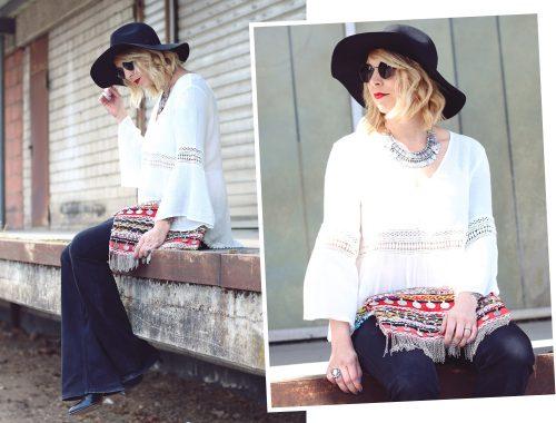 Fashionblogger Boholook Outfit Schlagjeans Bluse Trompetenärmel Schlapphut Ethnoclutch (25)