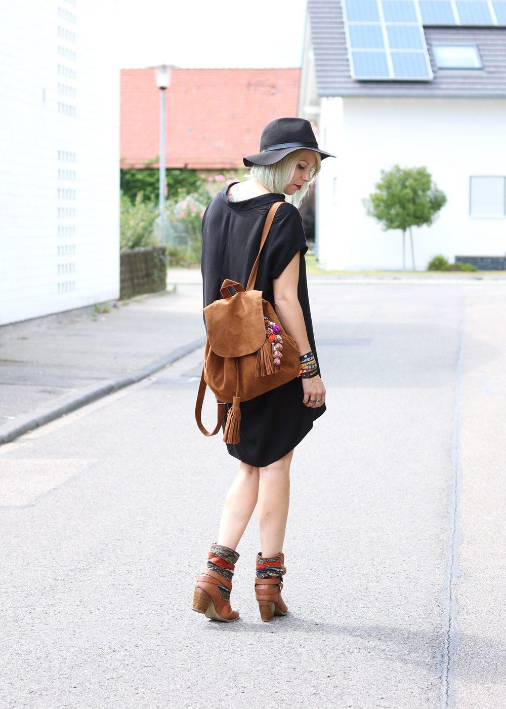 Fashionbloggerin Outfit Blusenkleid Zara Ethnoboots Fransenrucksack Justfab (3)