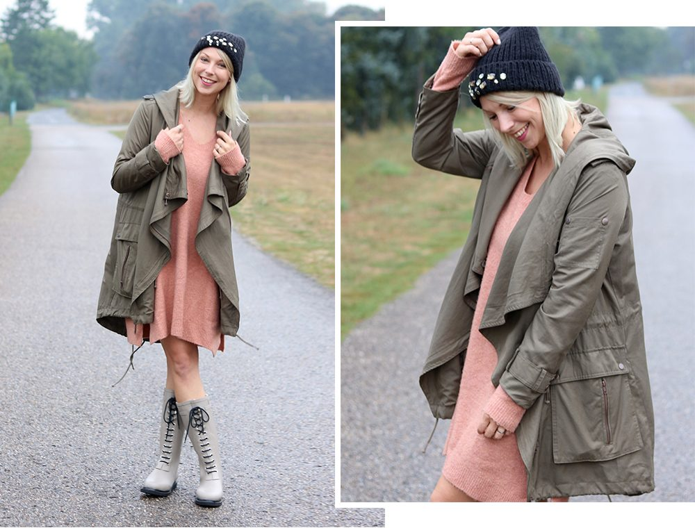 Fashionblogger Outfit Gummistiefel Ilse Jacobsen Strickkleid rosa Parka khaki Oversize Beanie mit Glitzersteinen (2)
