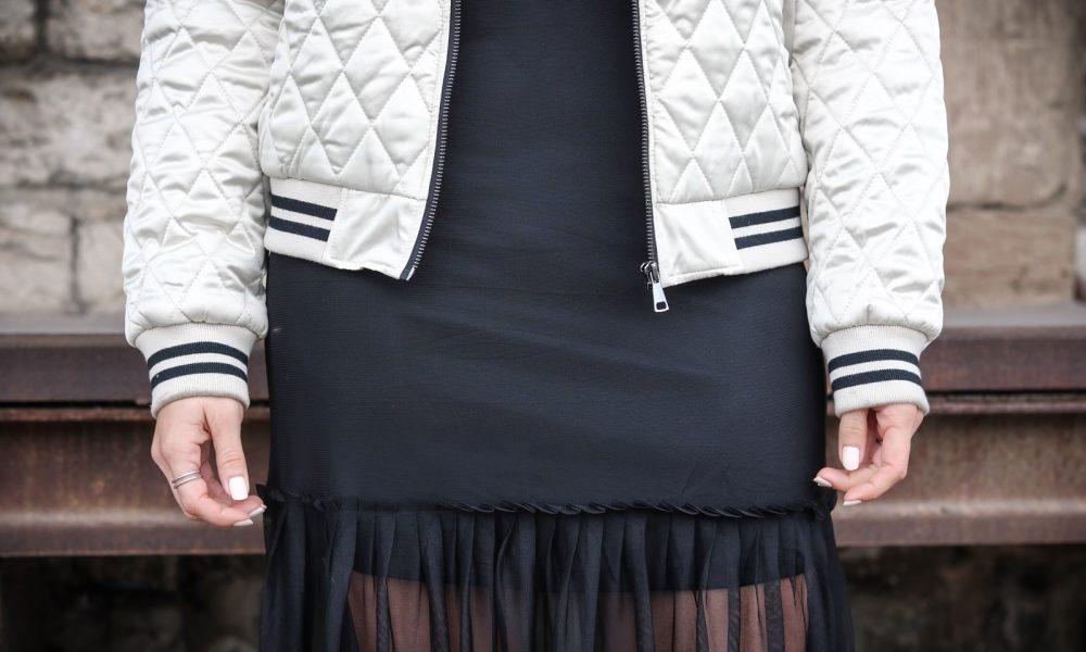 fashionblogger-outfit-bomberjacke-mit-stickerei-vero-moda-kleid-stradivarius