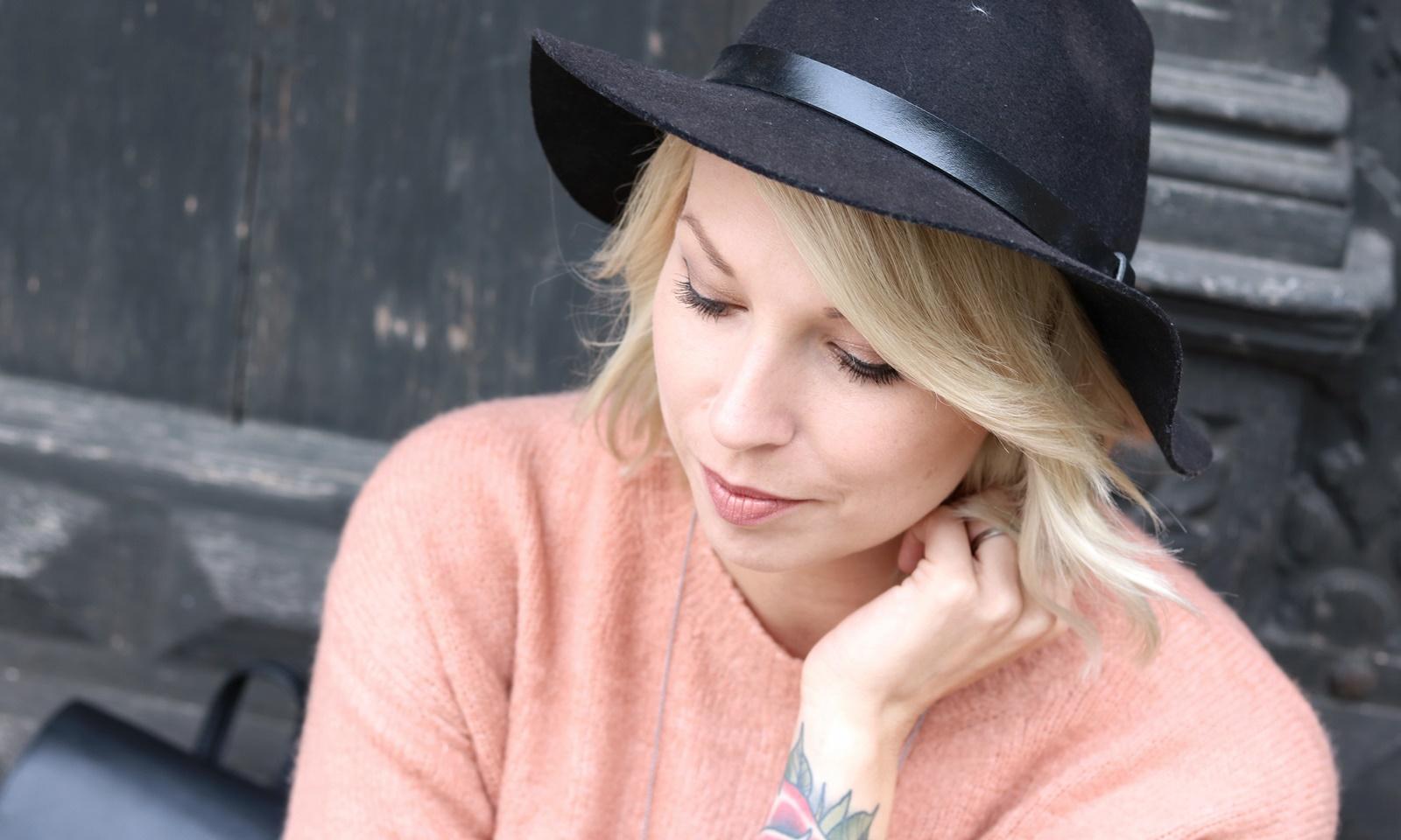 Fashionblogger-outfit-rosa-strickpullover-zara-graue