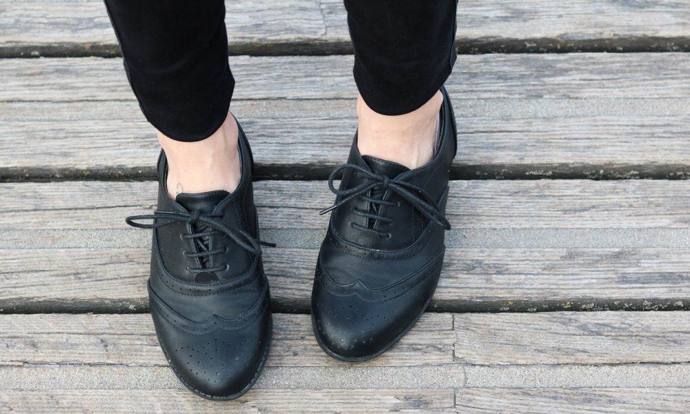 outfit-gruener-strickpullover-weisse-bluse-schwarze-jeans-10-von-20