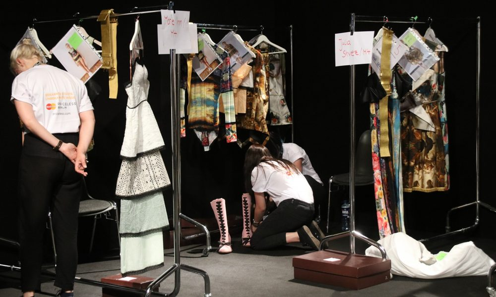 rebekka-ruetz-mercedes-bens-fashion-week-2017-backstage-funkart-12