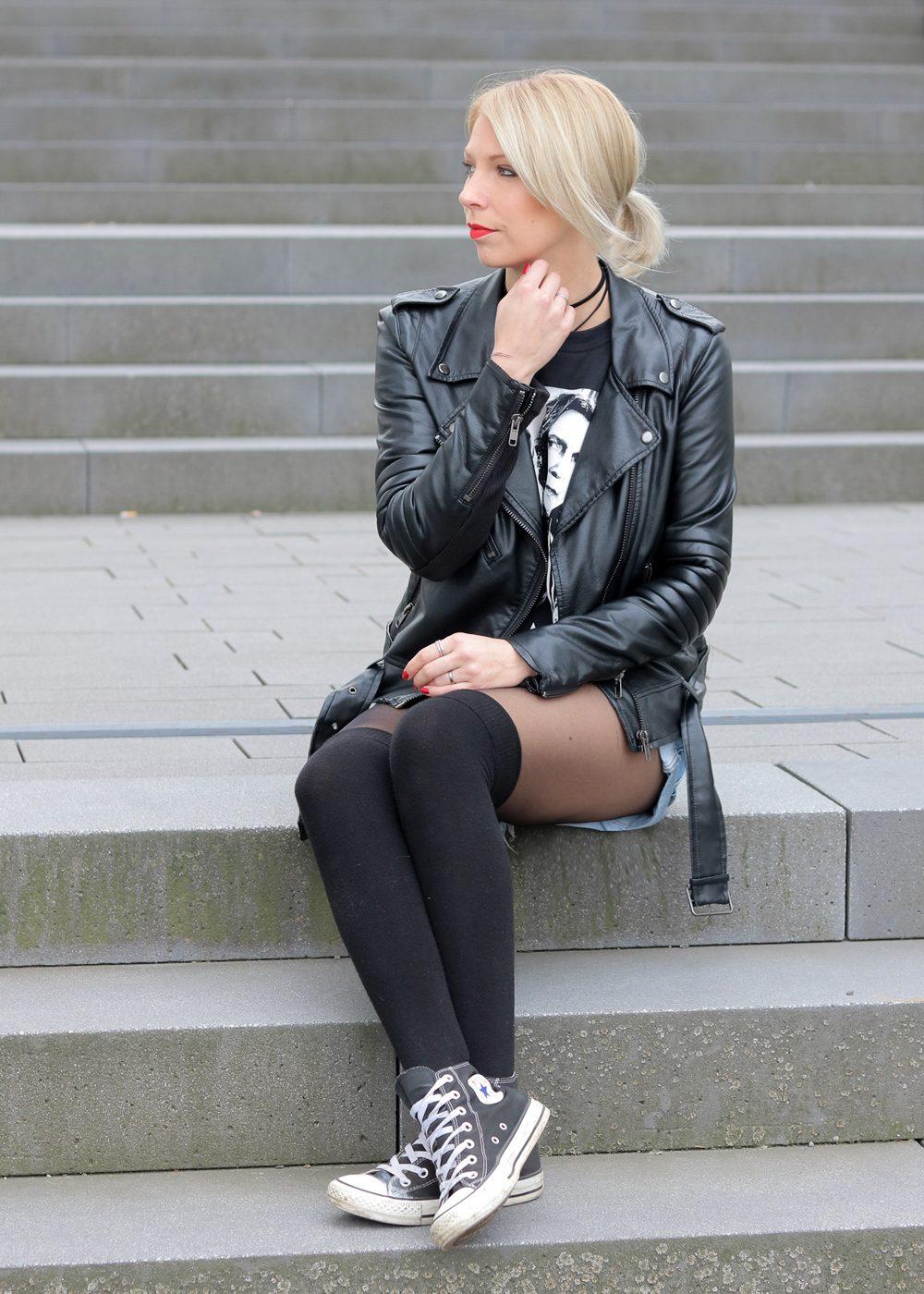 fashionblogger-heidelberg-outfit-shirt-snape-jeansshorts-chucks-lederjacke-4-von-15