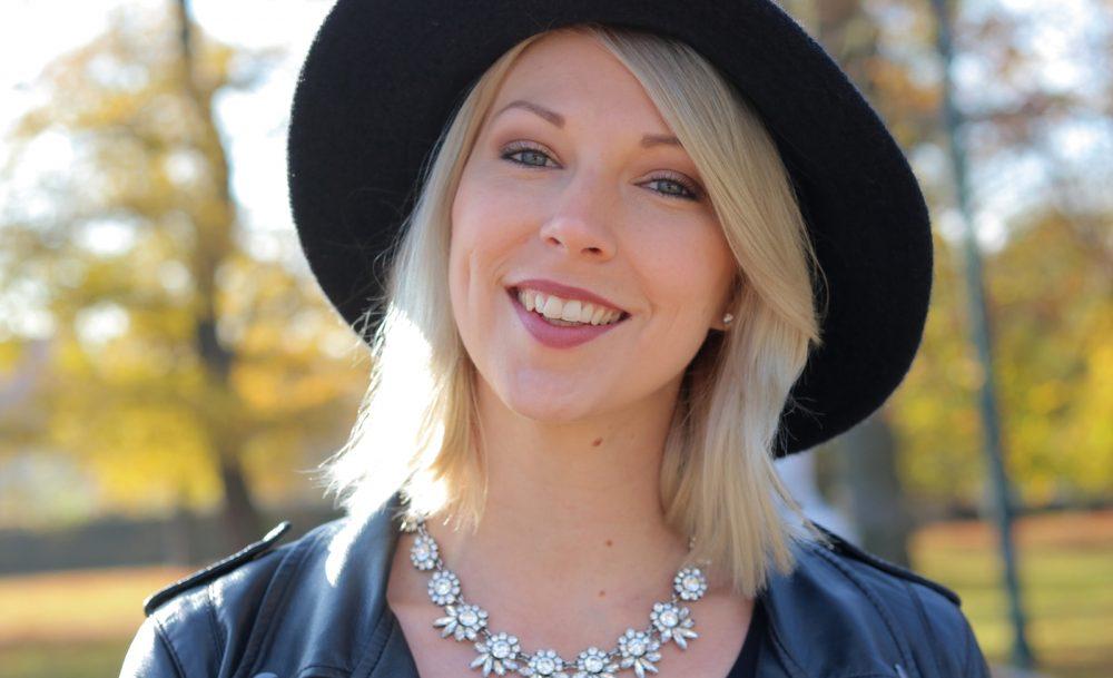 fashionblogger-karlsruhe-outfit-lila-tuellrock-asos-shirt-pumps-tamaris-schwarzer-hut-18