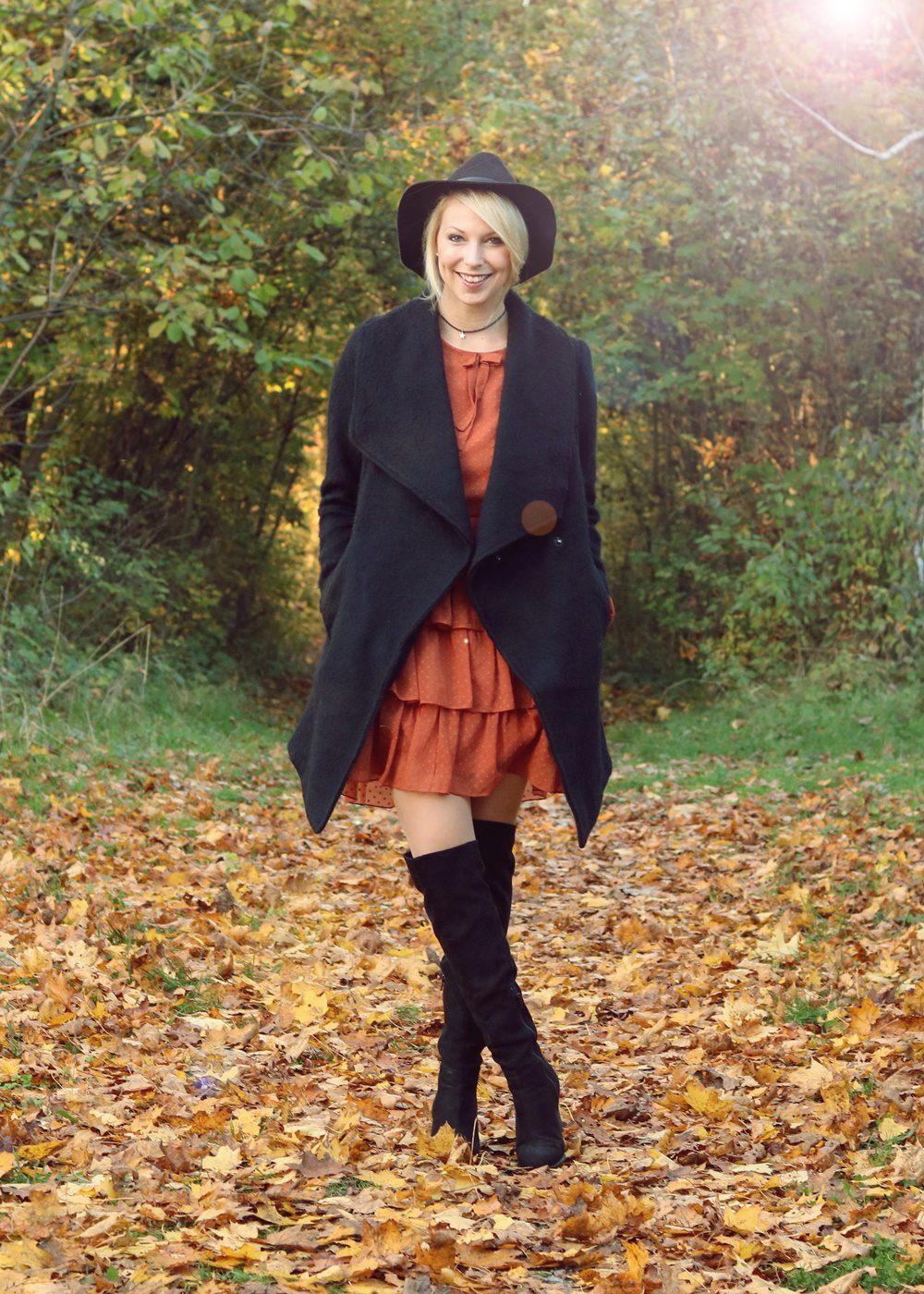 modeblogger-karlsruhe-outfit-herbst-kleid-vero-moda-rostrot-schwarzer-mantel-overknees-2-von-27