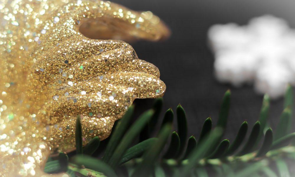 ediths-weihnachten-tischdekoration-advent-schwarzes-besteck-teller-gold-sterne-10