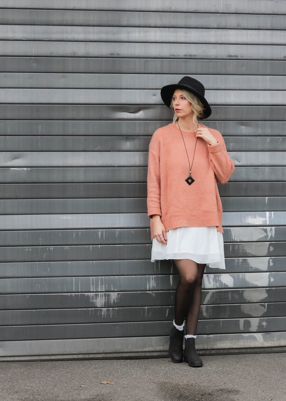fashionblogger-outfit-ankle-boots-shoemates-rosa-strickpullover-zara-lagenlook-20