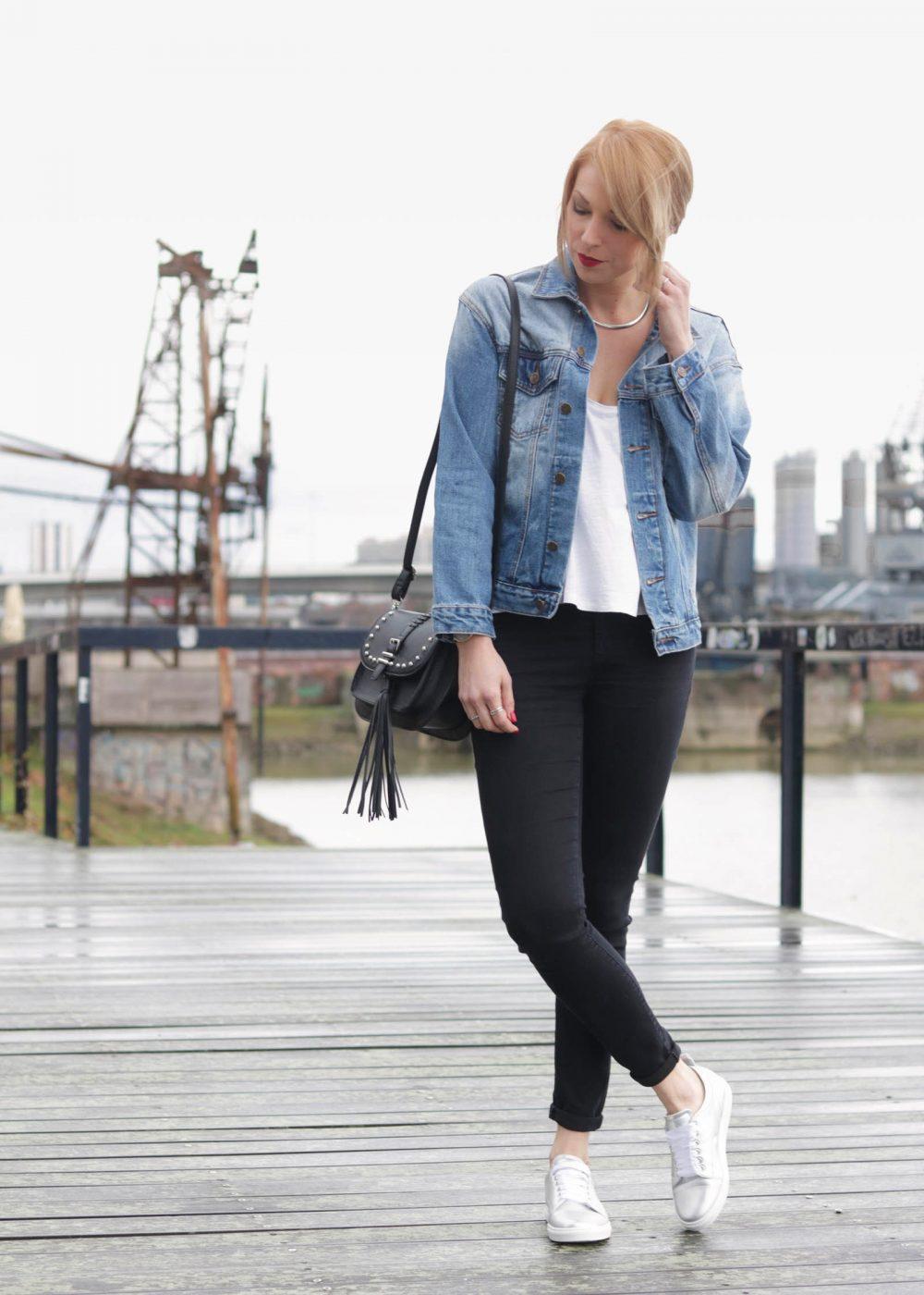 outfit die perfekte jeansjacke f r die festivalsaison lavie deboite. Black Bedroom Furniture Sets. Home Design Ideas