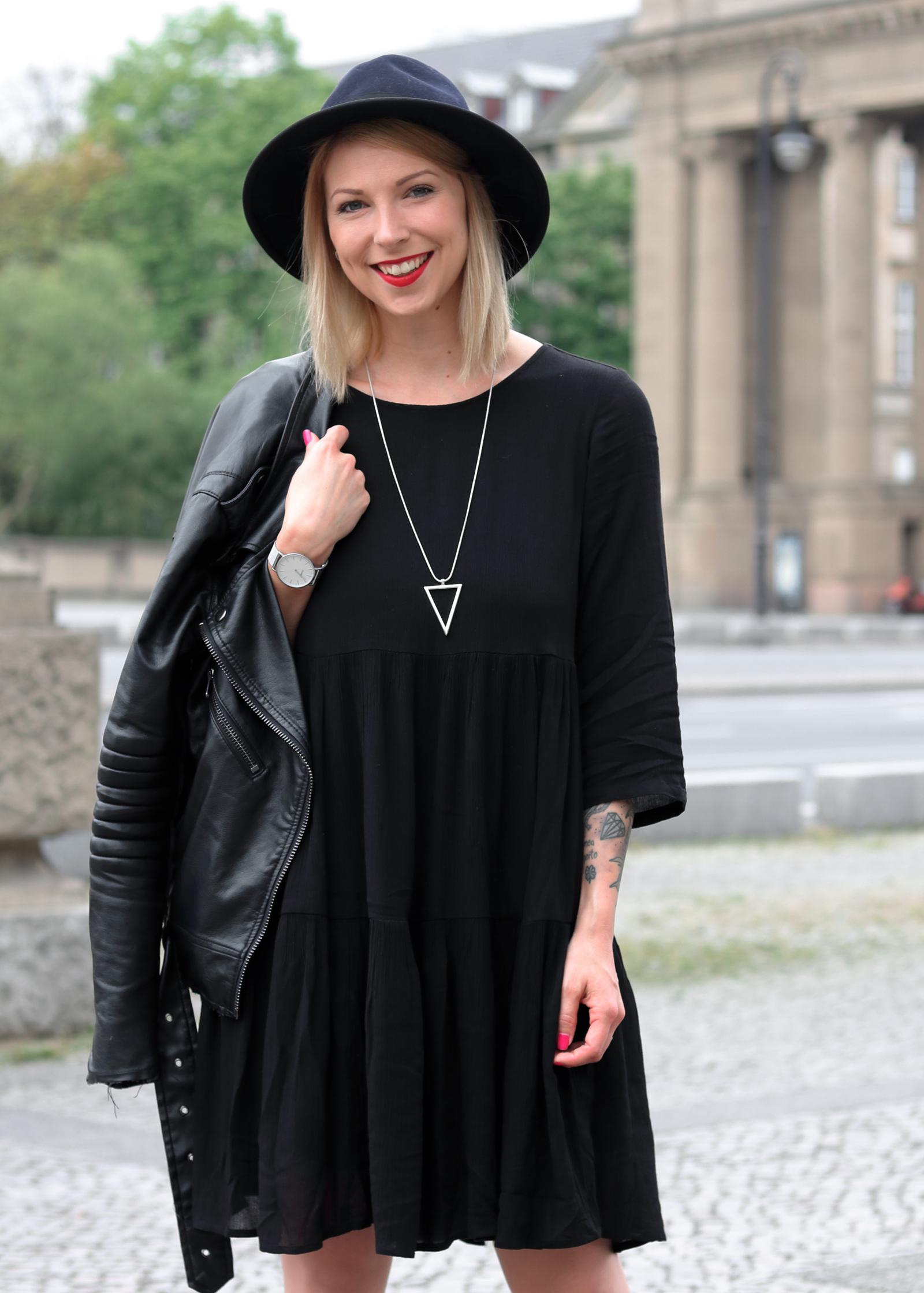 schwarzes kleid mit lederjacke elegante kleider dieses jahr. Black Bedroom Furniture Sets. Home Design Ideas