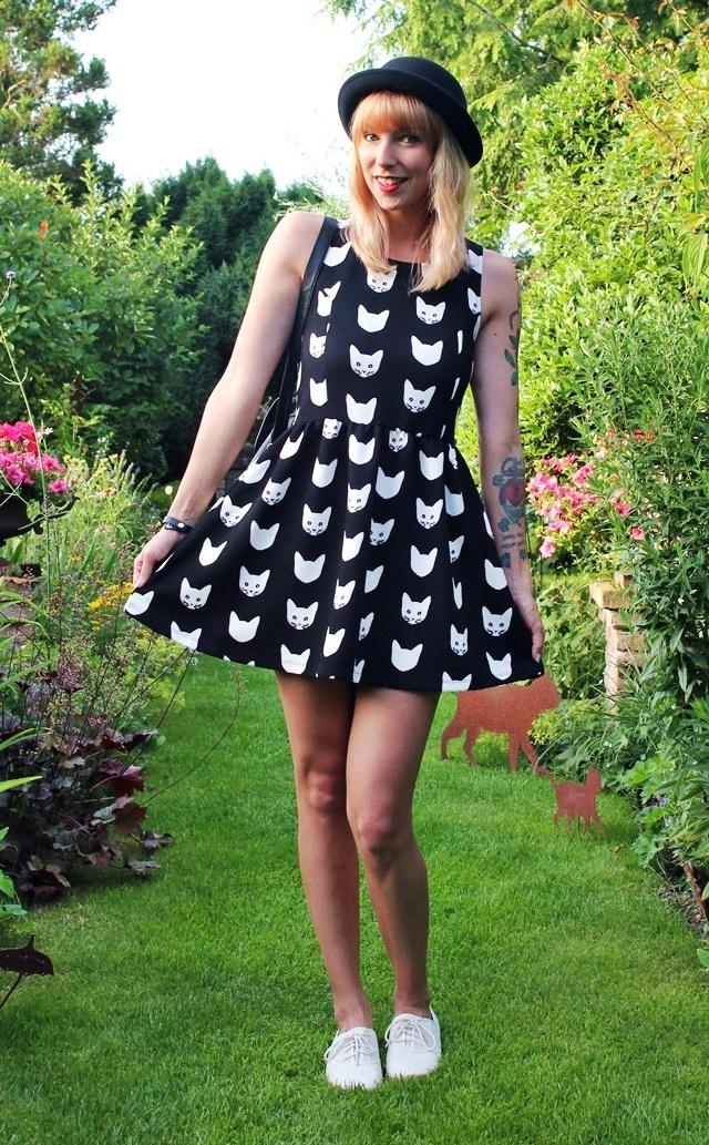 Outfit: Kleid mit Katzenprint von H&M - Lavie Deboite