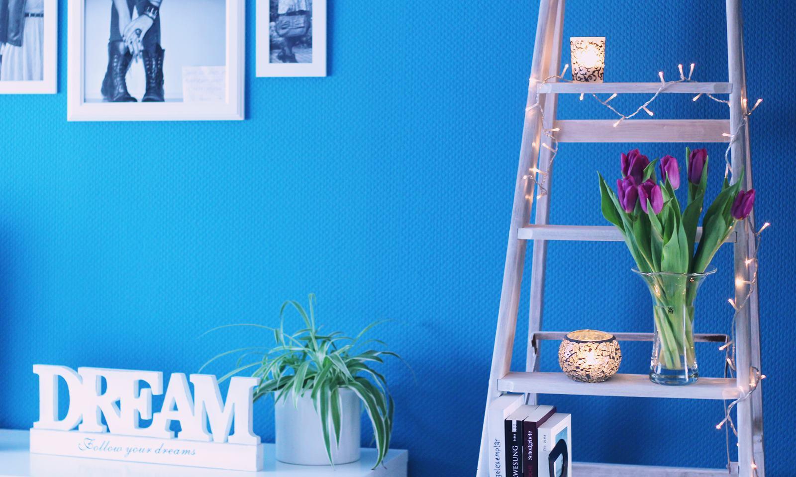 weisse Holzleiter mit Lichterkette Vintage Schlafzimmer ...