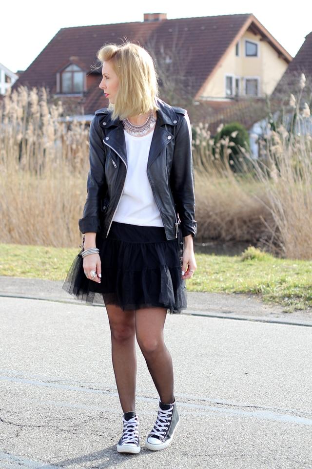 Fashionblogger Karlsruhe Outfit Tüllrock Lederjacke Chucks Ethnokette 1 (1)