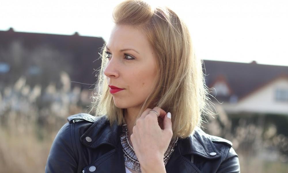 Fashionblogger Karlsruhe Outfit Tüllrock Lederjacke Chucks Ethnokette 1 (7)